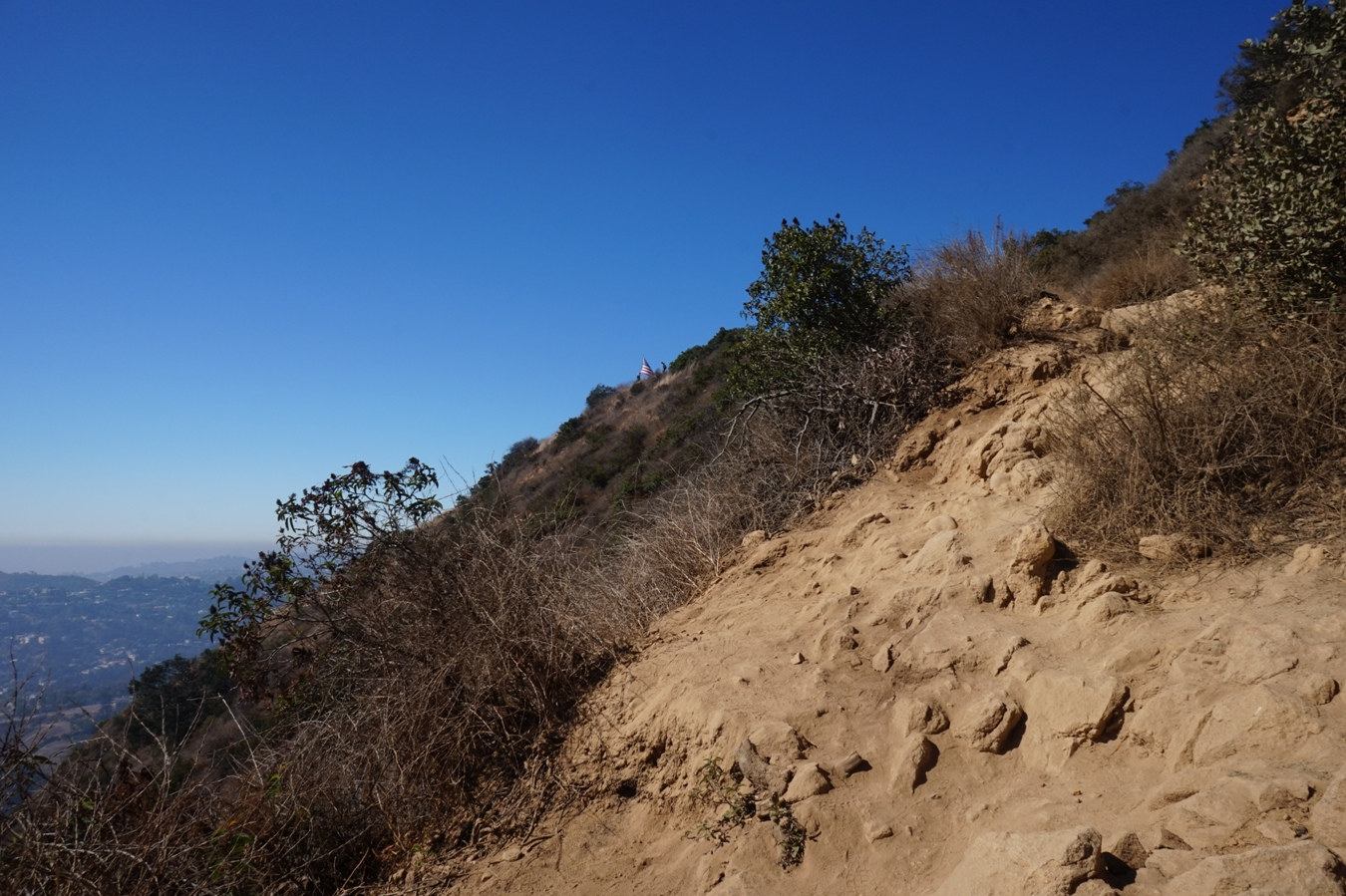 Der Burbank Peak Trail in den Hollywood Hills.