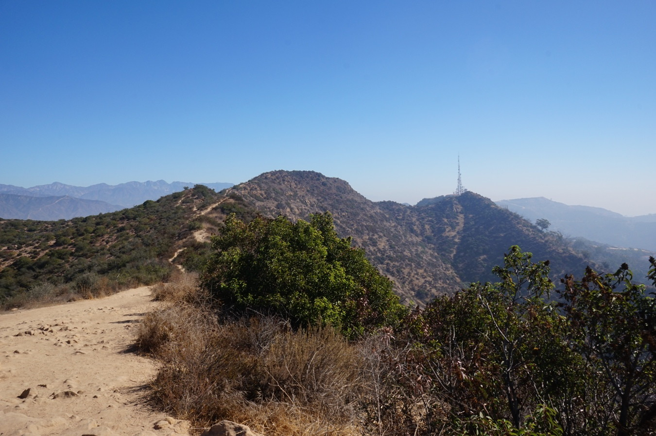 Der Aileen Getty Ridge Trail in den Hollywood Hills.