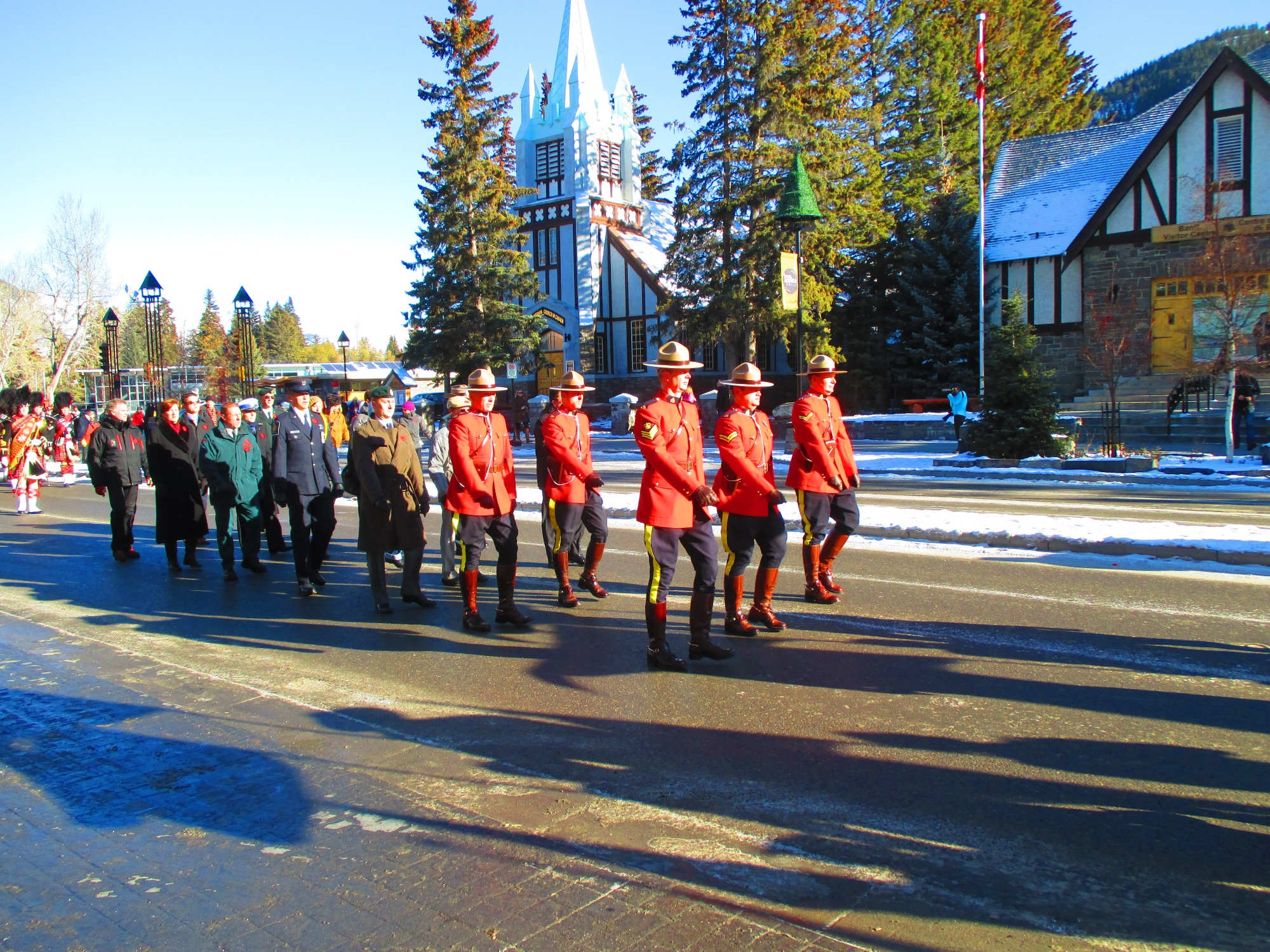 Die Remembrance Day-Parade in Banff.
