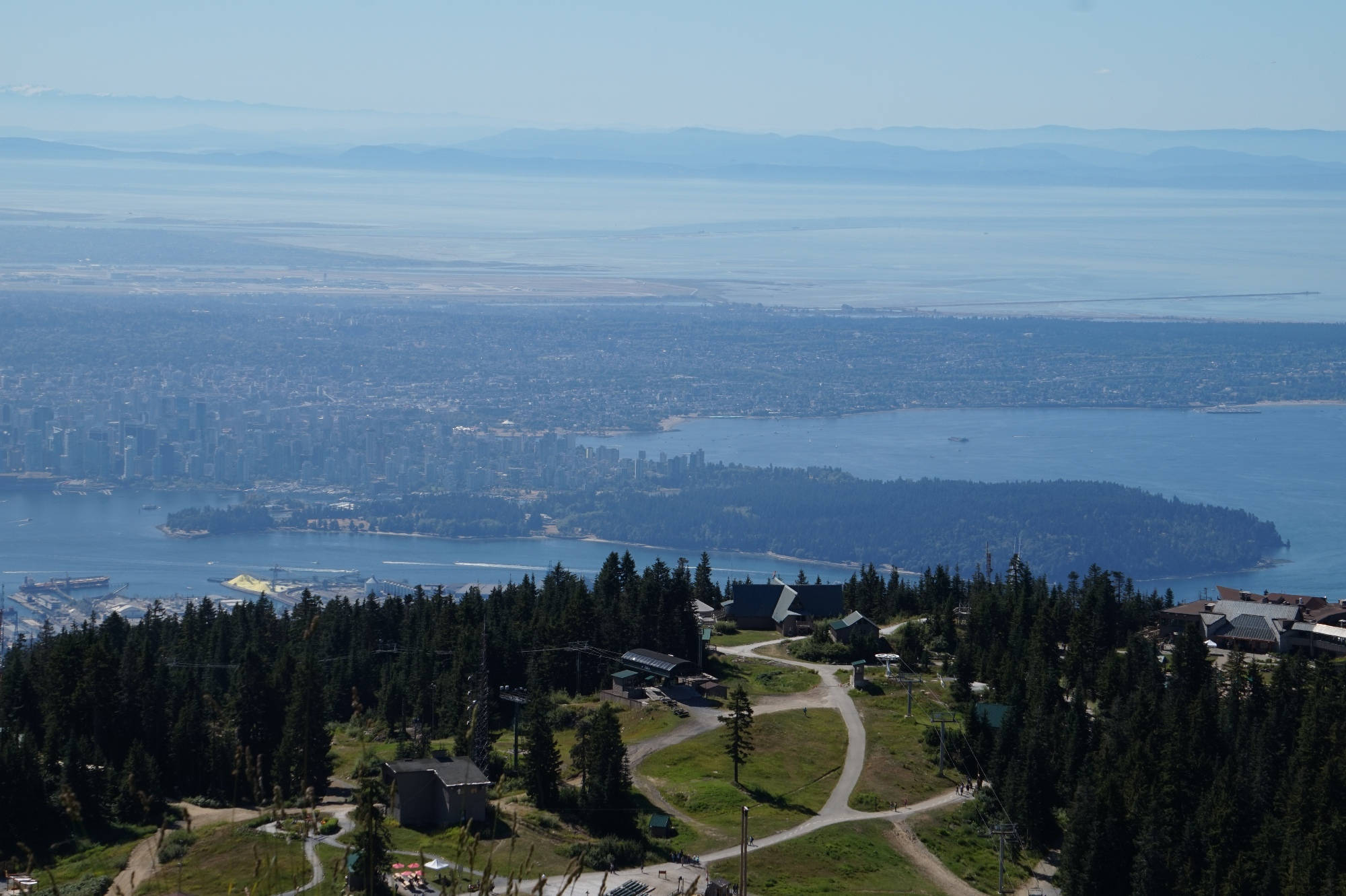 Blick vom Grouse Mountain auf Vancouver.